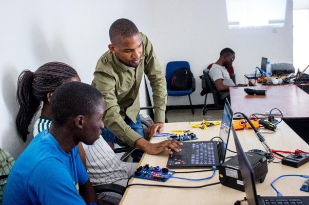 Le1 Pic 2 - Innovate UK-backed green Startup, teaching electronics to Zambian students, to launch Crowdfunding Campaign in March