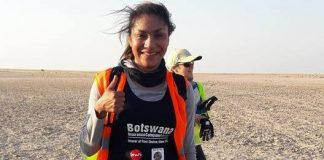 Sarah Mulwa - The enlightening walk for Solar Education in the Makgadikgadi Pans (Botswana)